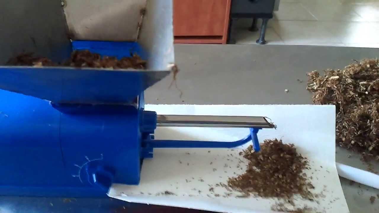 забить гильзу табаком с помощью сигаретной машинки Gizeh - YouTube