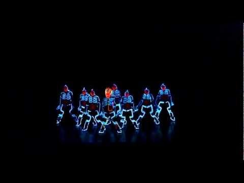 Tiết mục nhảy hiện đại rất tuyệt vời mô phỏng theo phim TRON