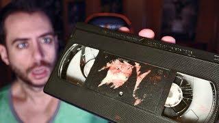 encuentro cinta de video antigua en el desvan de un anciano  su contenido es muy perturbador