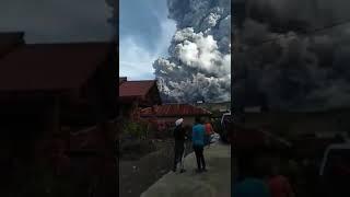 Sinabung meletus 09/06/2019 16:28 WIB