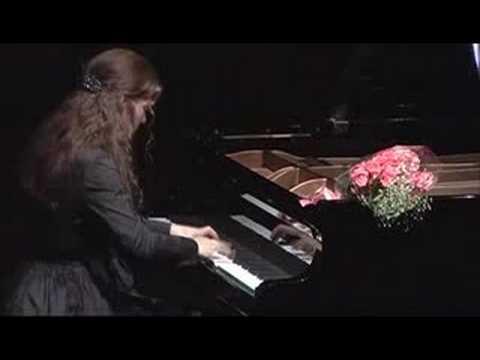 Полина Осетинская играет Рахманинов Музыкальный момент №4