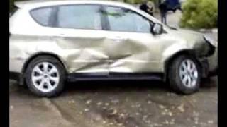 Мстит мужу, разбивая его Subaru своей Toyota !)))