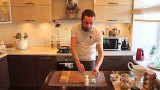 Жареный судак со сливочным соусом из шпината и рисом