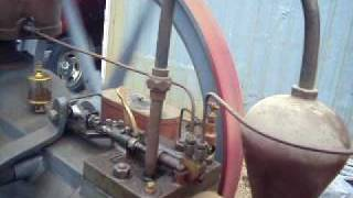 Hand starting the Mietz & Weiss @ Sad Iron Engine Show 2010