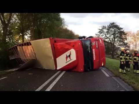 Ravage in Brakel door gekantelde vrachtwagen