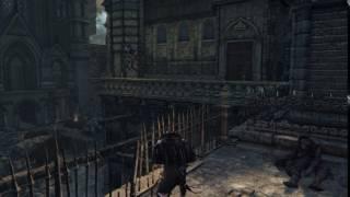 悪夢の教会奥、梁の上に立つ赤目の狩人の登場シーン プレイヤーが教会砲...