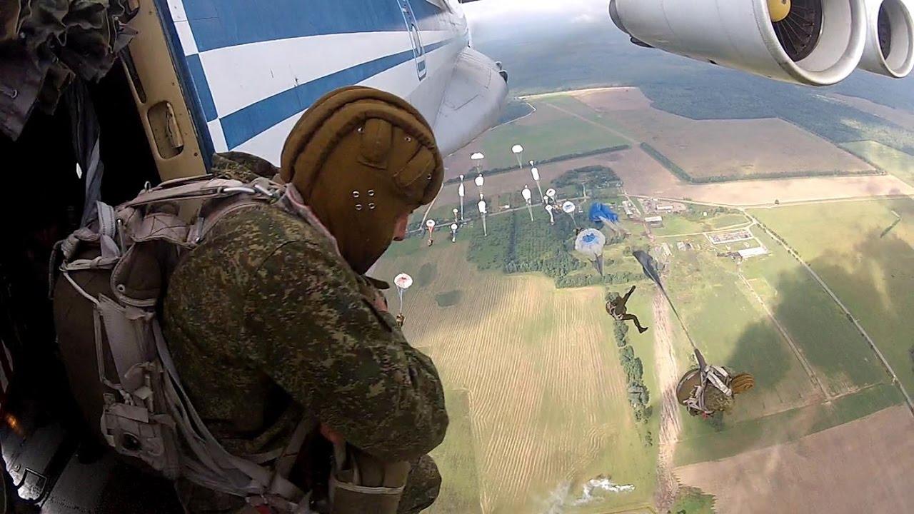 Десантирование 3 человека в секунду (Прыжки с парашютом из самолёта на скорости 400 км/час)