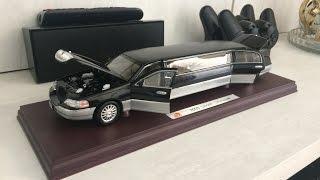 Miniatura de Ford Lincoln Town Car Limousine 2003 (1:24)