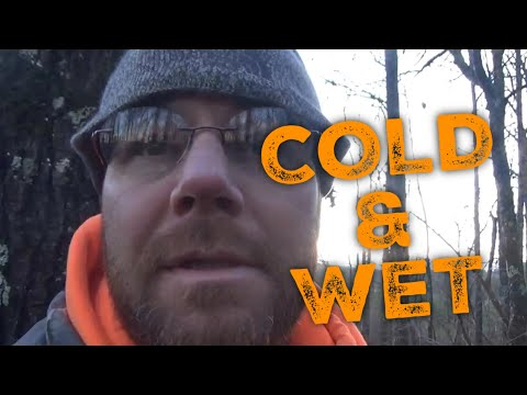 """ITS COLD AND WET 🦌🦌🦌""""Whitetail Deer Hunting"""