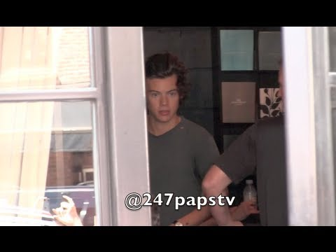Harry Styles packing his bags and Leaving his hotel in NYC