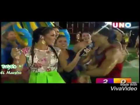 Arturo canta a Ana Paula