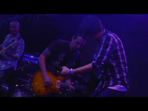 """Mike McCready & Davy Knowles """"Cortez the Killer"""""""