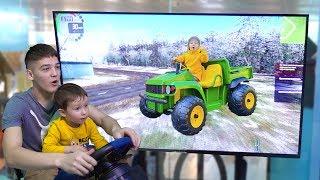 Малыш играет в машинки и автокран. Видео для детей.