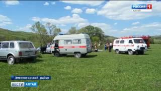 В Змеиногорском районе автомобиль с маленькими детьми упал с обрыва в реку