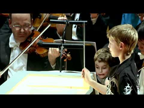Eight-year-old conducting the Berliner Philharmoniker