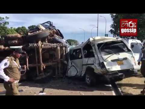 Hiru Gossip - Lorry Accident - 18-10-2017