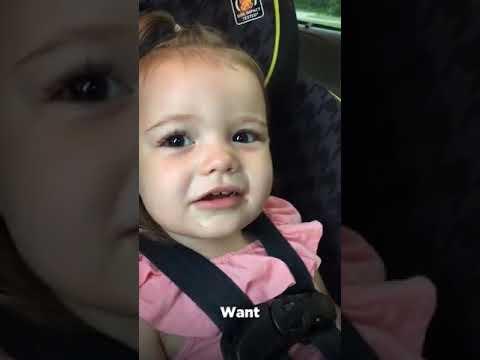 aduh, lucu banget, bayi ini gak bisa bilang ice cream, malah nyebutin kata unik