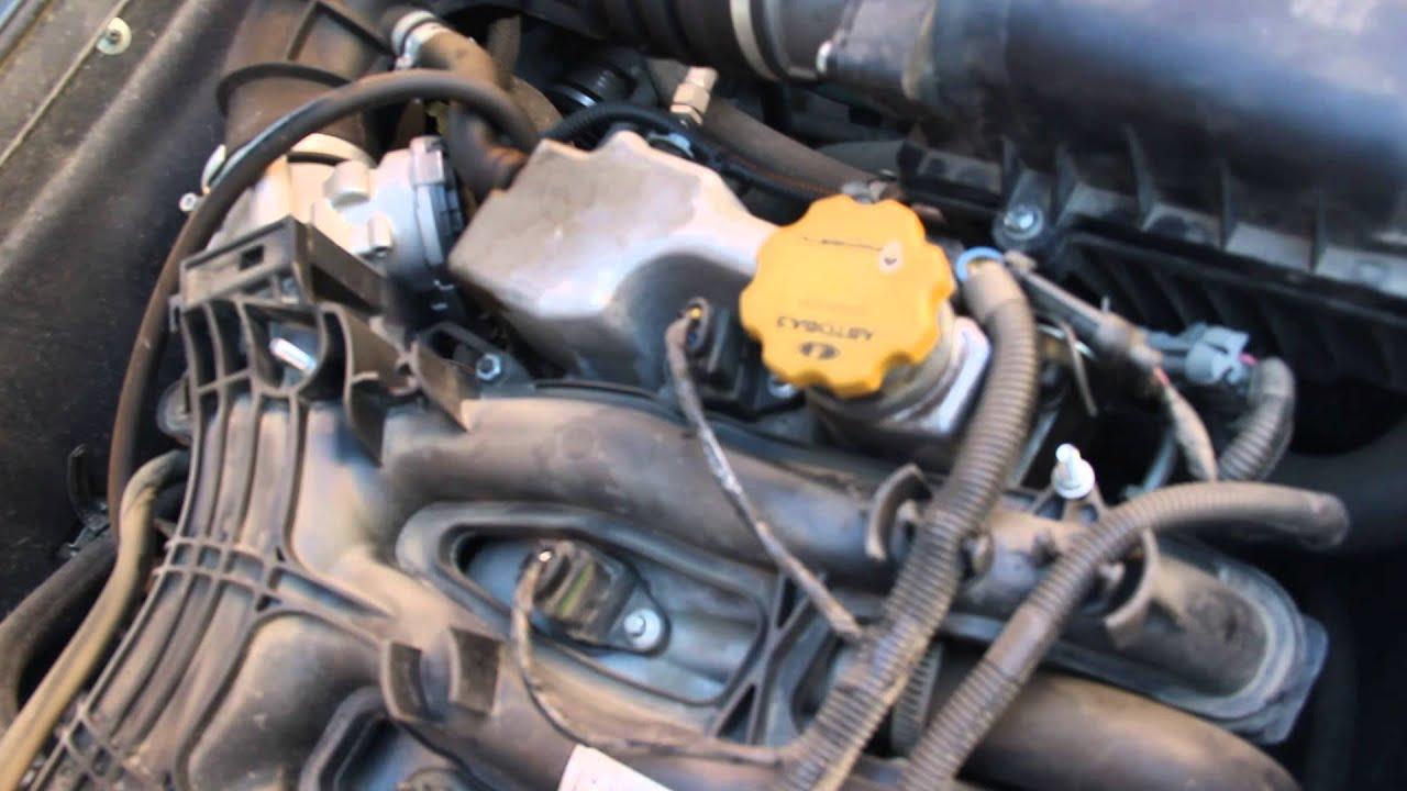Сам адсорбер имеет систему впрыска с обратной связью, соединяется трубками с дроссельным патрубком и топливным баком. С помощью электромагнитного клапана идёт переключение режимов работы системы улавливания паров бензина (применяется метод улавливания паров бензина с помощью.