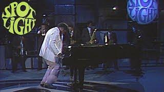 Fats Domino kicks the piano - Live at Spotlight (1977)