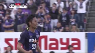 ゴール前の折り返しを柴﨑 晃誠(広島)がゴールに叩き込み、両軍打ち合...