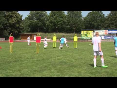 """Fußballtraining mit Peter Hyballa: """"Der Schnittstellen-Ball"""""""