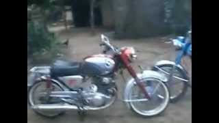 Honda Superhawk 305cc - CP77 1963 vs yamaha as1 1969 .flv