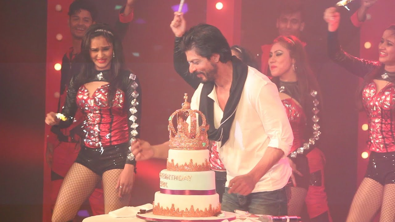 Shahrukh Khan Celebrating 50th Birthday Cake Cutting YouTube