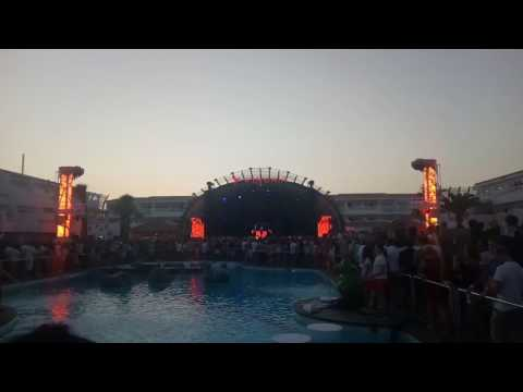 Kaskade drops  Linkin park at Kygo party in Ushuaia Ibiza MOV_0327.MP4