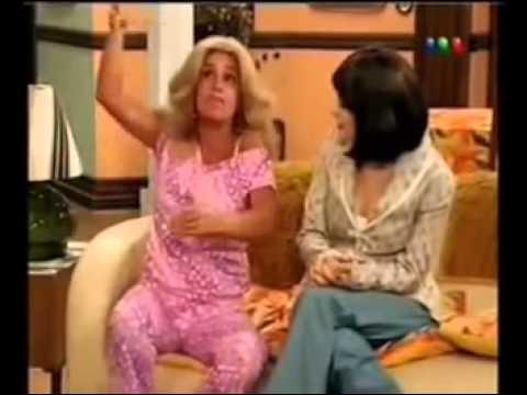 Moni Argento sacada con Maria Elena (Pero vos estás en pedo querida   )