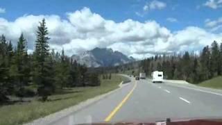 ケンモアからバンフの間のトランス・カナダ・ハイウェイです。途中、工...