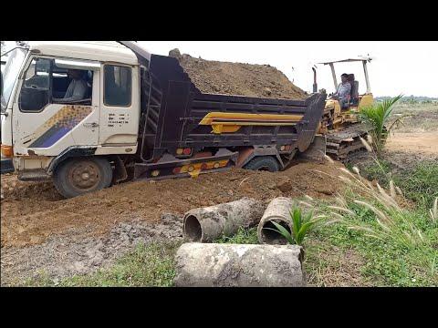 ឡានដឹកដីជាប់ផុងស្រុត Amazing Dumb Trucks Stuck Deep In Mud Recovery By Bulldozer