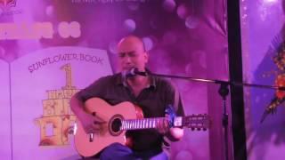 VẠN NẺO NHÂN GIAN - Phương Phạm ôm guitar hát