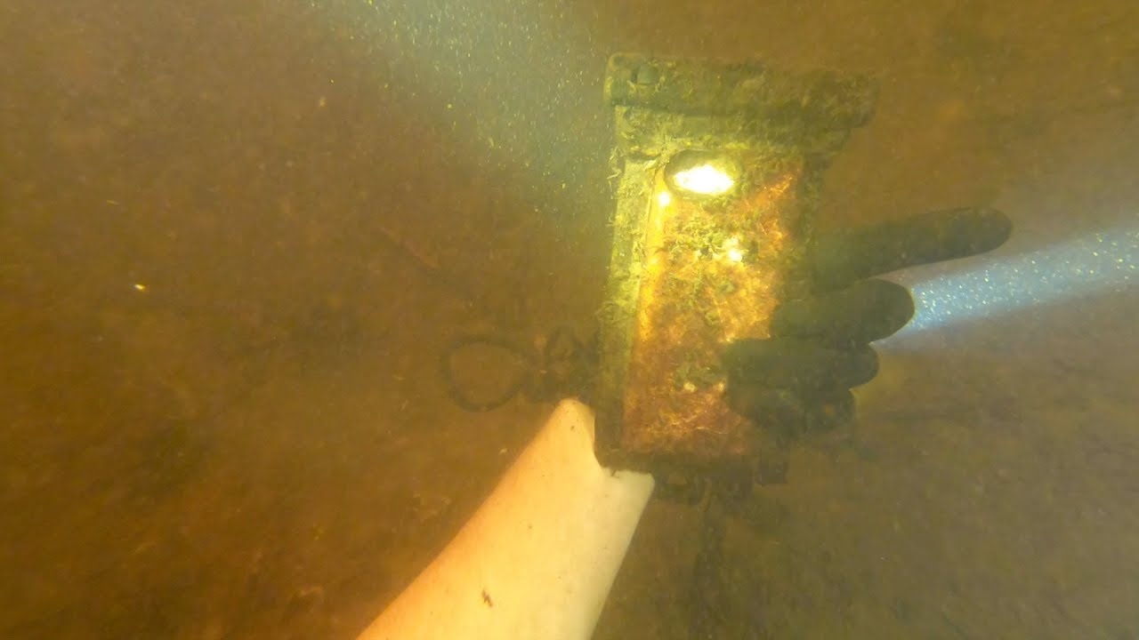 sale retailer 45bd2 f9c0c Michael Bennet, nuggetnoggin, Found iPhone Buried Under ...