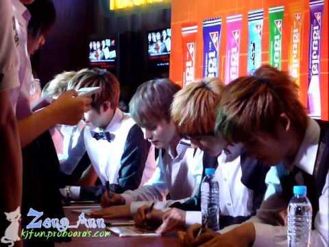 [Fancam] 100729 ZE:A - Fan Sign @ Paragon Cineplex