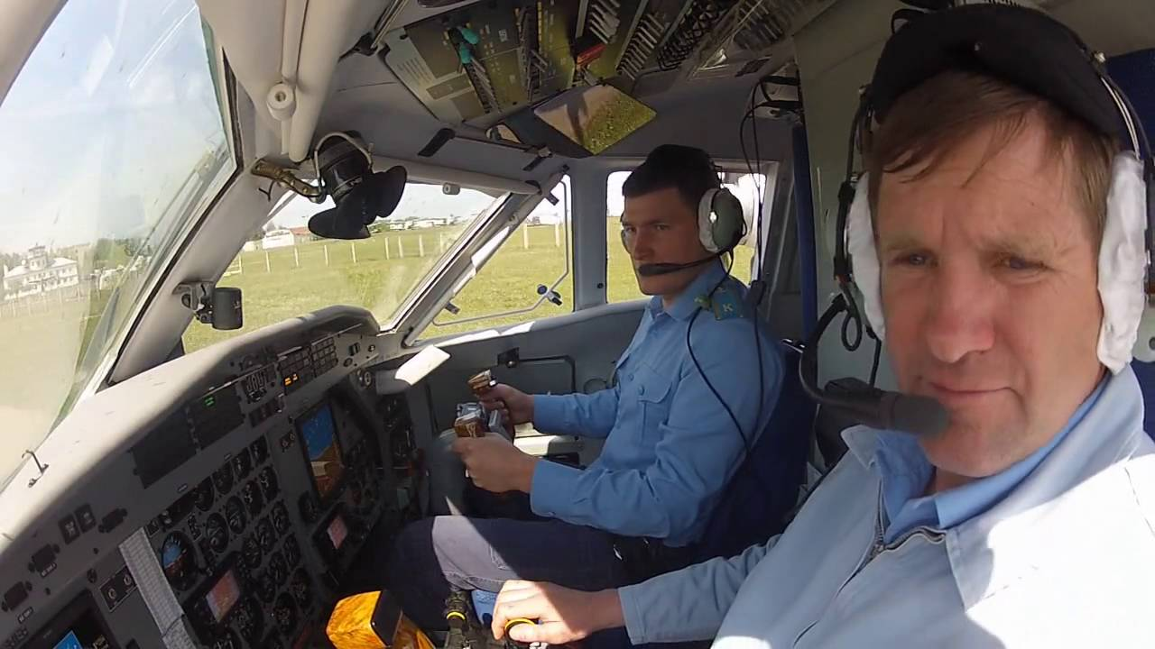 L 410 UVP E20 - Запуск двигателей, руление и взлет - YouTube