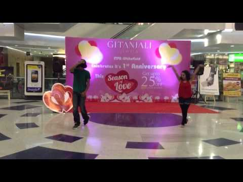 Valentines Special : Flash Mob At Park Square Mall, Bangalore