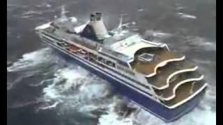 سفينة في موقف صعب للغاية سبحان الله