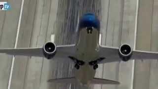 Boeing 787-9 Dreamliner: decollo quasi in verticale