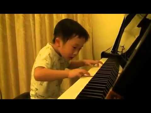 5 Yaşında Harika Piyano Çalan Çinli Çocuk - 5 Years Old Kid Plays Piano Incredible