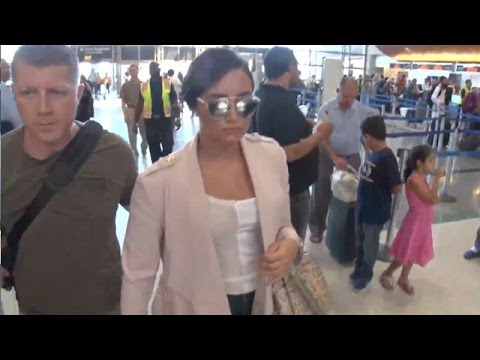 The Beautiful Demi Lovato Is Effortlessly Chic At LAX