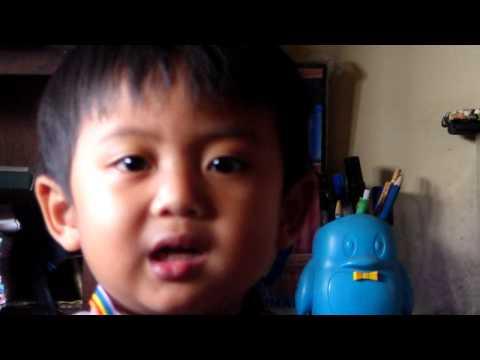 Video Lucu anak kecil nyanyi.MP4