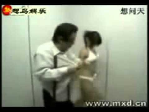 Broma en el ascensor.mp4