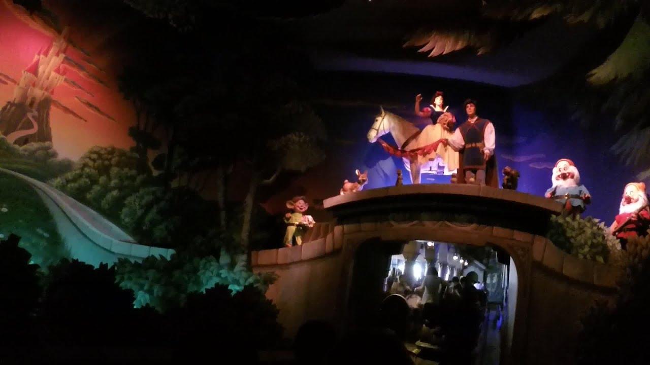 Disneyland paris blanche neige et les sept nains for Maison des 7 nains