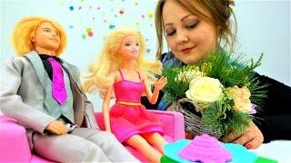 Видео для девочек: Барби и Кен готовят подарки