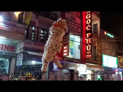 Đỉnh của mua LÂN tại Huế (chinese lion dance)