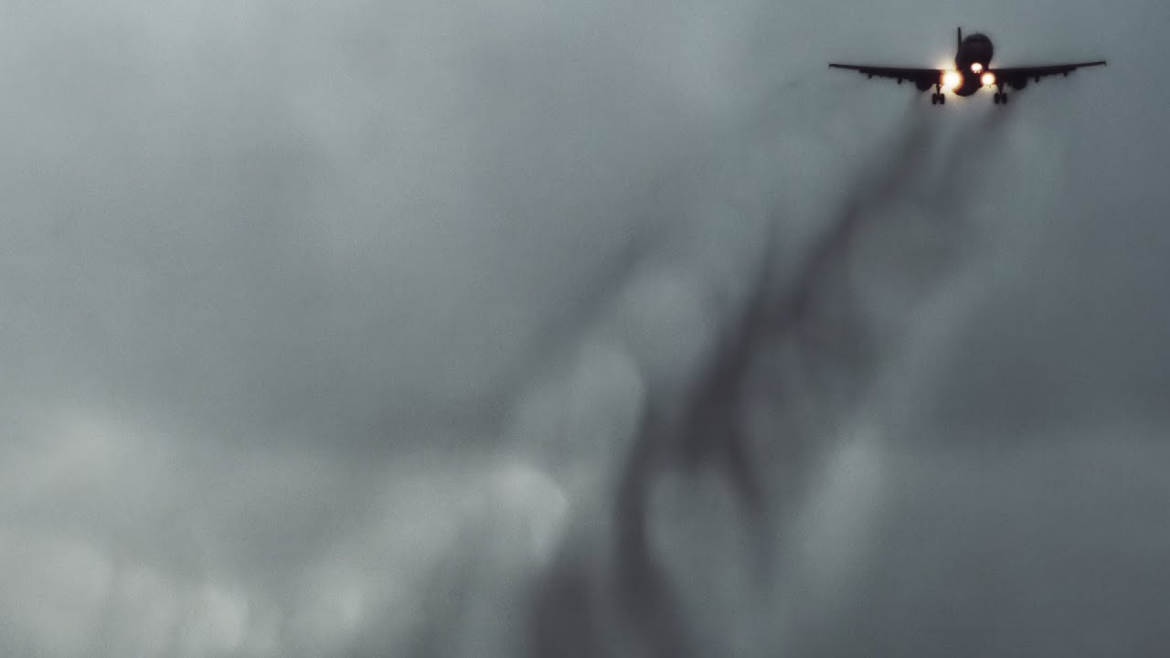 Filmmaker Turns the Swirling Air Around Airplane Wings Into Art
