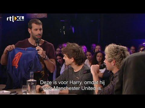 Ruud van Nistelrooij geeft shirt aan On Direction - RTL LATE NIGHT