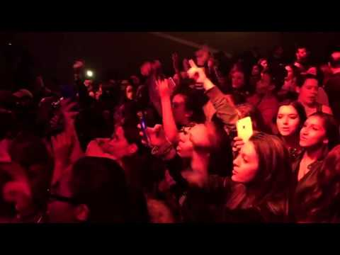 Zquad - Zayn Malik Fans singing PILLOW TALK BY ZAYN MALIK