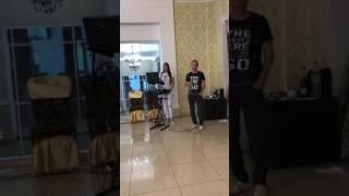Женя поёт душевную песню
