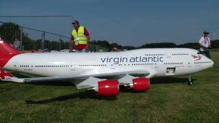 Video 10 años el tiempo de construcción, avión Boeing 747-400 Las aerolíneas vírgen control remoto download MP3, 3GP, MP4, WEBM, AVI, FLV Juni 2018